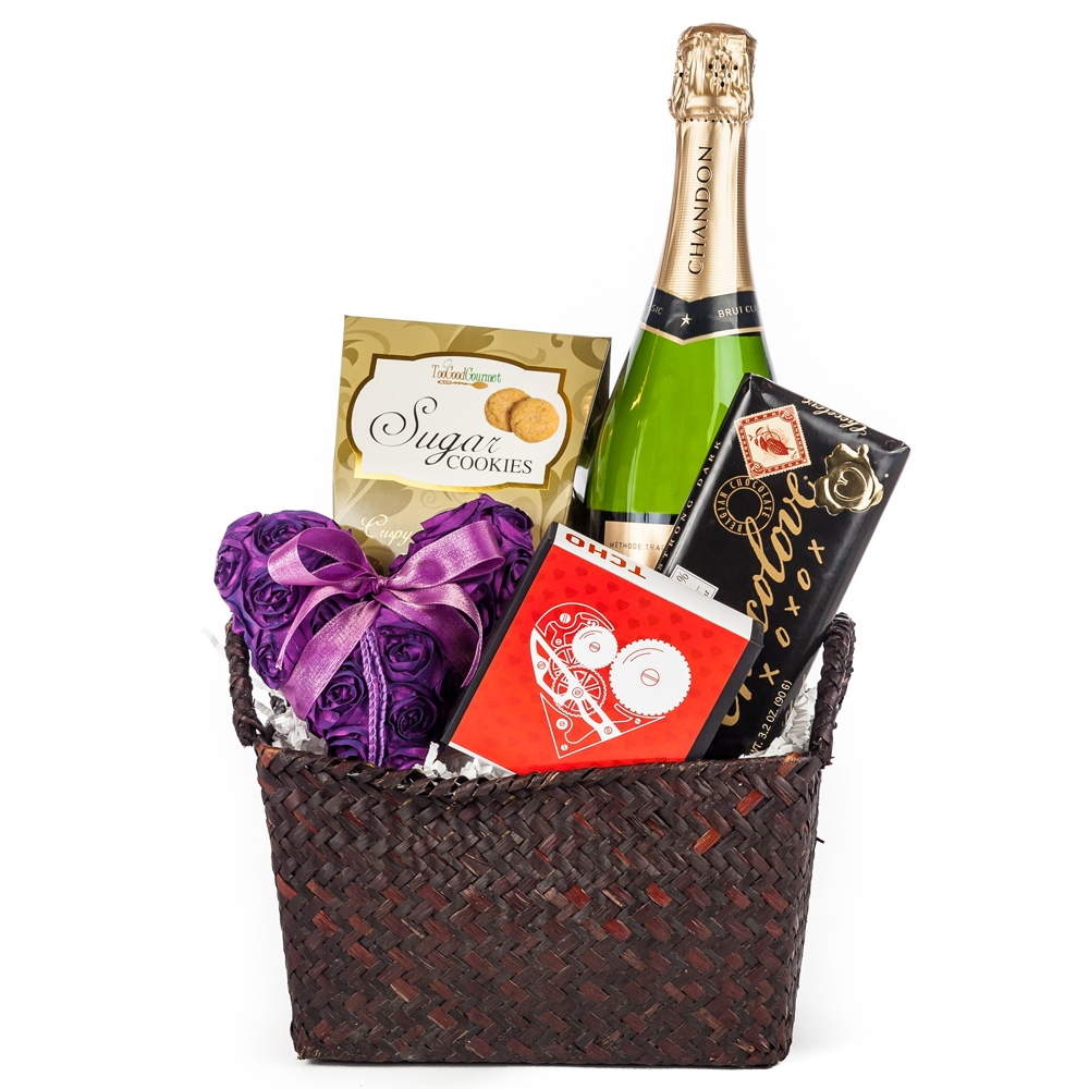 Wedding Gift Basket For Him : Here Comes the Bride Wedding Gift Basket