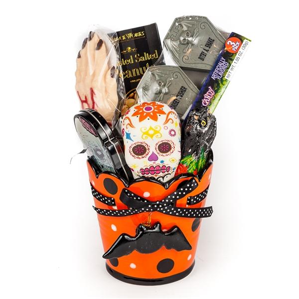 Bridal Shower Gift Basket Climbing On House Halloween: Halloween Goodies Gift Basket, Gift Baskets, Halloween Mug